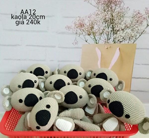 Dưới dây là các em gấu Kaola có size 20cm. Giá 240.000