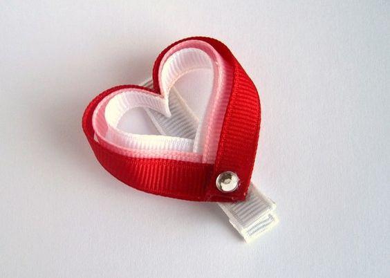Mẫu số 3 Nơ cài đầu hình trái tim.