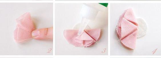 Đầu tiên trong việc làm sản phẩm này bạn hayz cắt mảnh vải thành Hình tròn như hình mẫu sau đó, gấp nếp giữ điểm trung tâm là giữa . Nhằm cố định các nếp bạn hãy dùng keo gắn lại các nếp bông hoa như hình và cứ làm như thế cho đến khi bạn đủ cánh cho 1 bông hoa.