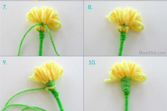 Sau đó rút chiếc rĩa ra bạn sẽ được sản phẩm như hình. Đồng thời, bạn dùng len xanh để buộc khoảng 1/4 bông len. Sau đó quấn quanh từ điểm nút  thắt đó tạo thành cuống hoa.
