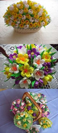 Cuối cùng bạn ghep các bông hoa đã làm vào giỏ. như vậy là bạn đã có một giỏ hoa tuyệt vời rồi. Chúc các bạn thành công nhé.