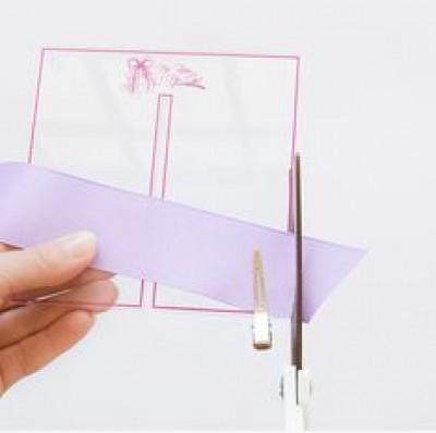 Ghim dây vải vào khung như hình trên. cắt bỏ phần thừa ra.