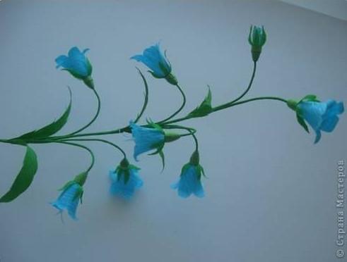 Như vậy là ta đã được một cành hoa loa kèn rồi. Việc còn lại bây giờ là bạn ghép những cành hoa như vậy vào với nhau để tạo lên một chậu hoa thật tuyệt. chúc các bạn thành công nha.