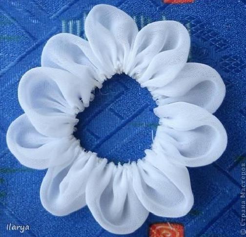 Bạn có thể ghép nhiều cánh hoa để được 1 bông hoa lớn hơn.