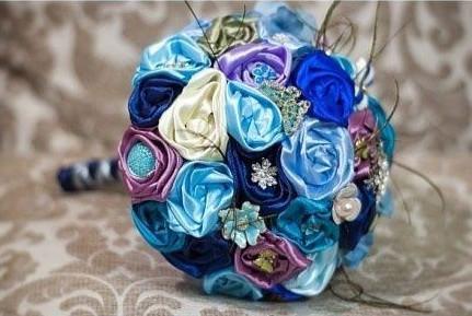 Cuối cung ta được một bông hoa cưới cầm tay tuyệt đẹp rồi.