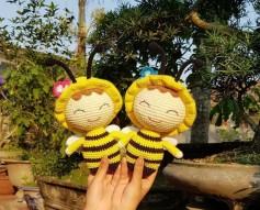 Cặp đôi con ong chăm chỉ.
