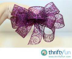 Cách làm nơ màu tím trang trí tiệc cưới hoặc cài trang phục đơn giản