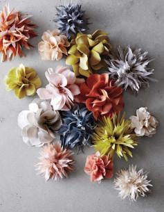 Hai cách làm hoa từ vài mềm. đơn giản dùng để trang trí.