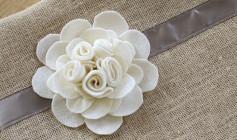 Hướng dẫn cách làm hoa trang trí từ vải dạ.