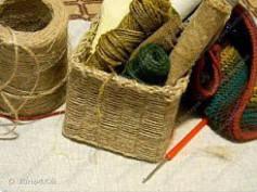 Hướng dẫn làm giỏ đựng đồ từ dây thừng và bìa carton, đơn giản mà tiện lợi.