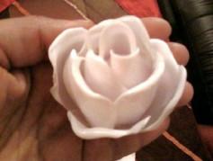 Hướng dẫn làm hoa hồng từ thìa nhựa.